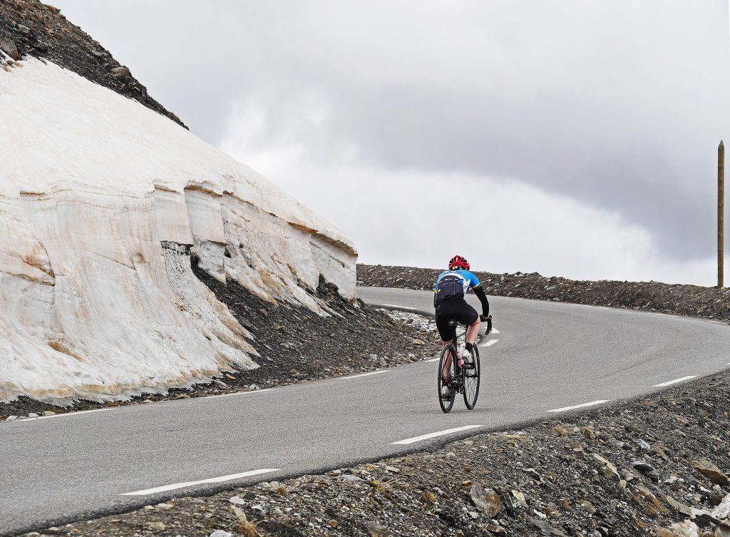 Conseils et astuces pour monter une pente à vélo