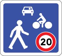 Panneau qui indique une zone de rencontre entre les cyclistes, les piétons et les véhicules motorisés.
